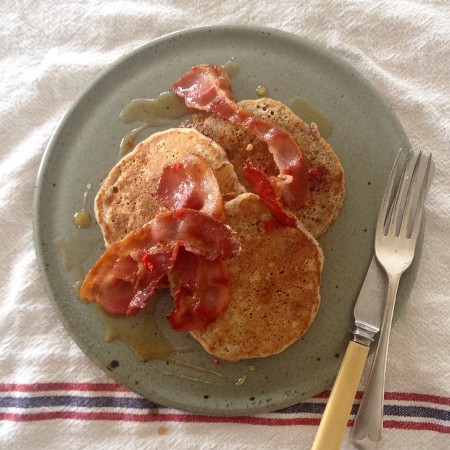 Rye and bananas pancakes with bacon